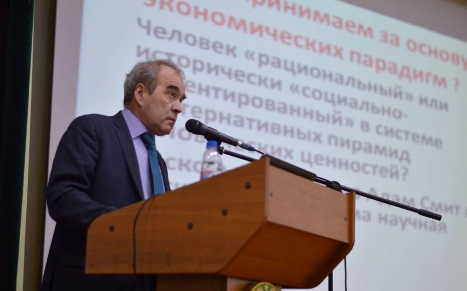 Доклад участника пленарного заседания Вадима Хоменко, вице-президентаАН РТ