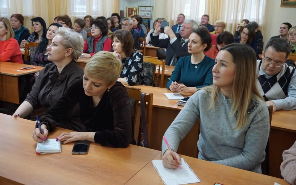 Участники совещания вмалом актовом зале университета управления «ТИСБИ»