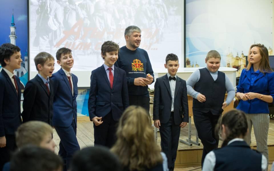 Школьники участвуют висторической квест-игре «Советский солдат»