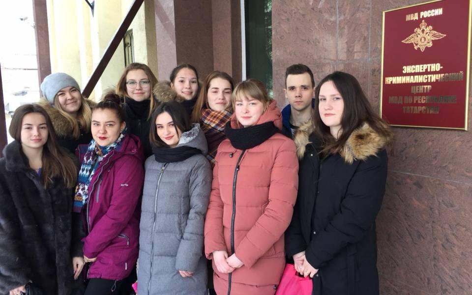 Студенты университета управления «ТИСБИ» уздания Экспертно-криминалистического центра Министерства Внутренних Дел поРеспублике Татарстан