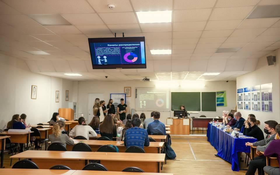 Участники открытой презентации управленческих решений бизнес-кейса