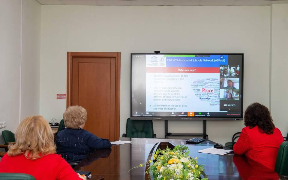 Онлайн-совещание «Школьное образование вусловиях пандемии: возможности цифровых технологий»