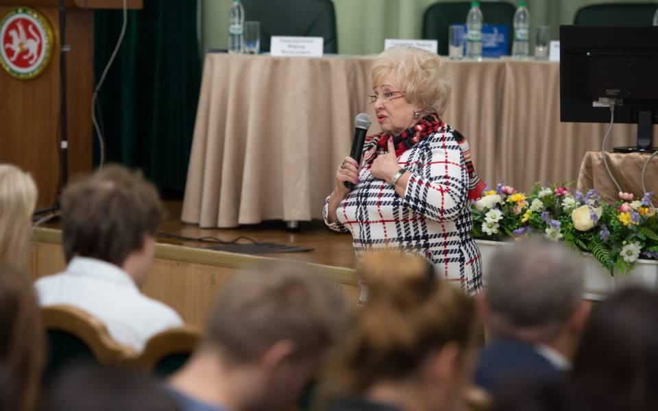 Ректор Университета управления «ТИСБИ» Нэлла Прусс, приветствует участников форума