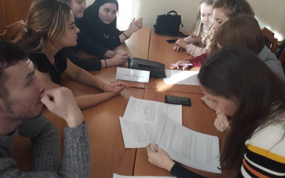 Командная работа студентов порешению задания кейса