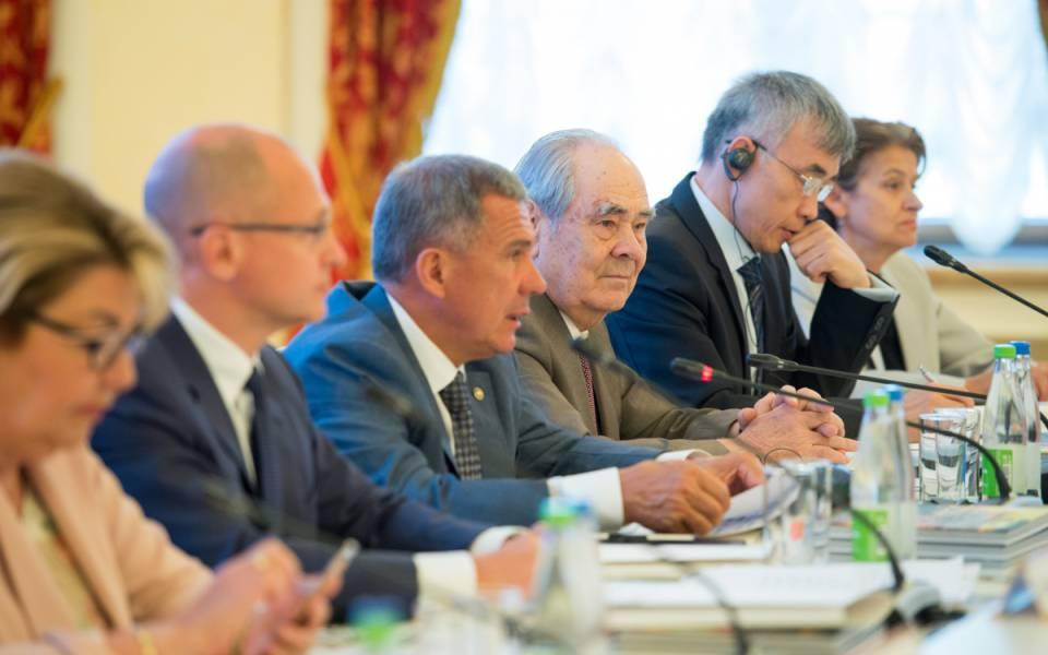 Рустам Минниханов иМинтимер Шаймиев наоткрытии форума