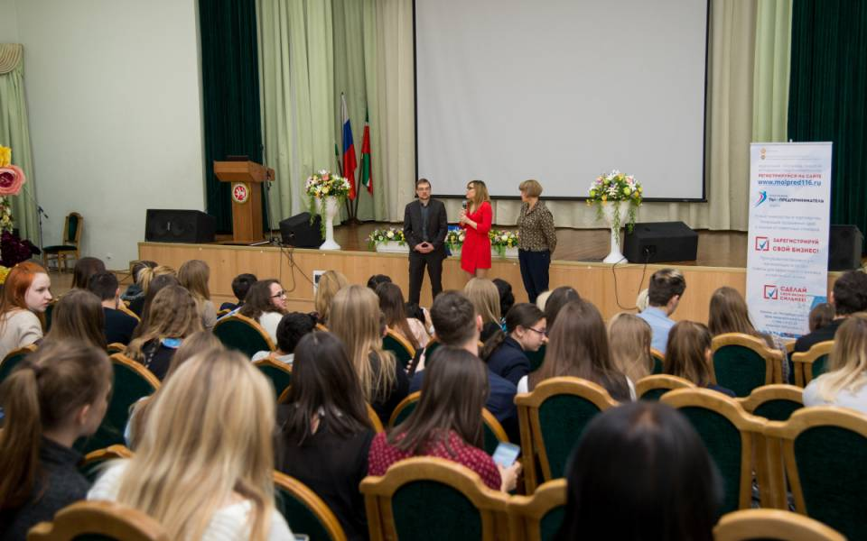 Участники молодежной ярмарки предпринимательских бизнес идей