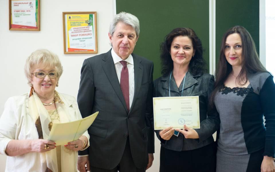 Вручение участникам программы повышения кевалификации удостоверений государственного образца исертификатов